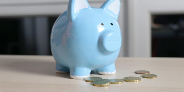 Banque cochon pour illustrer les revenus associés à une stratégie de marketing de contenu